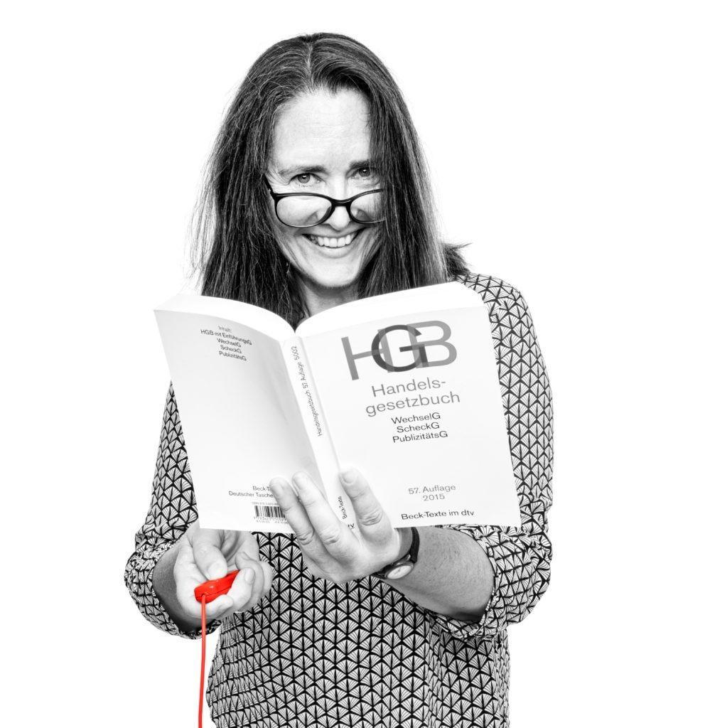 Heike Niederberger liest das Handelsgesetzbuch